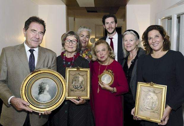 Les descendants de Georgette Deutsch de la Meurthe lors de la restitution des œuvres le 27 septembre à Berlin. De g. à dr. : Diego et Corinne Gradis, Iris Oberkampf, Carole Weisweiller, Cyril et Christiane Gradis, Karine Mantoux.