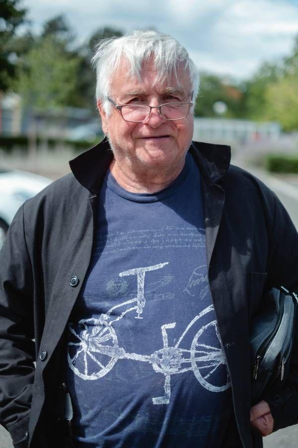 Patrick, ex-avocat, a bataillé pour leur statut de réfugiées.