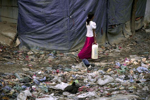 La vie s'organise, malgré les ordures, les pénuries.