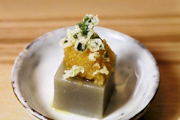 Tofu d'artichaut et oeufs de brochet fumés.
