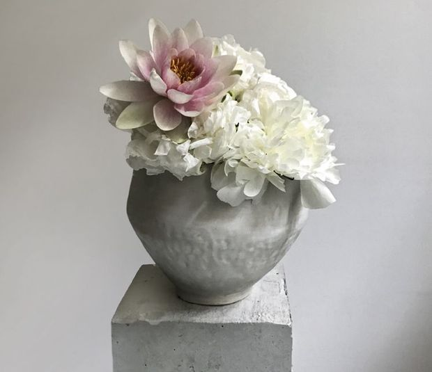 Création de Louis-Géraud Castor. Les pivoines viennent d'Angers et la fleur de nénuphar, d'Ile-de-France.