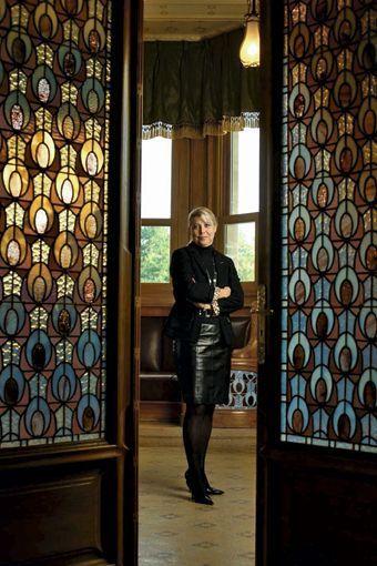 Nathalie Vranken, dans le salon de la Villa Demoiselle, demeure qu'elle a restaurée.