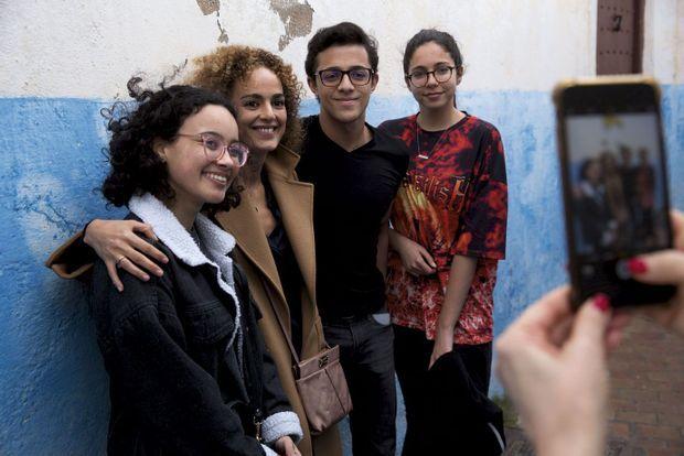 Fans. Des lycéens ont reconnu l'auteure de « Sexe et mensonges », un essai qui dénonce l'hypocrisie de la société marocaine en matière de sexualité.