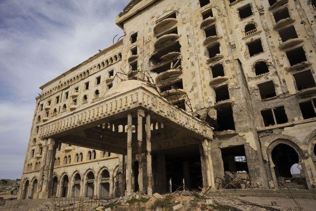 Sur la corniche, l'hôtel Regency n'a jamais ouvert ses portes.