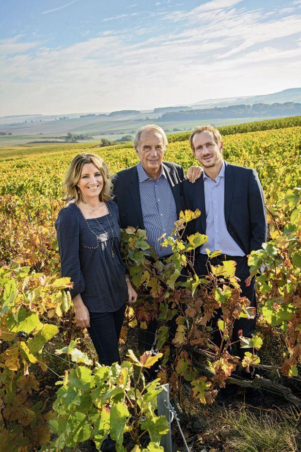 Le fondateur, Alain Thiénot, entre ses deux enfants, Garance et Stanislas.