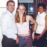 L'Américaine Virginia Roberts (au centre), une des principales accusatrices de Jeffrey Epstein et de Ghislaine Maxwell, à 17 ans en 2001 à Londres avec le prince Andrew et Ghislaine, qui le lui aurait « présenté ».