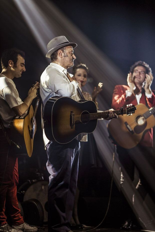 Sur scène à Roubaix, le 17 mai 2015, avec ses trois enfants musiciens. De g. à dr. Joseph, Anna et Matthieu.