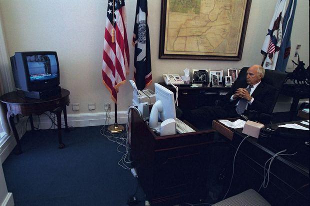 Photos prises le 11 septembre 2001, que Dick Cheney a été obligé de communiquer dans le cadre du Freedom of Information Act. Dans son bureau, après le premier attentat.
