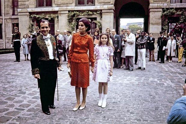 Jean d'Ormesson avec Françoise et leur fille Héloïse, 12 ans, lors de sa réception à l'Académie française, le 6 juin 1974.