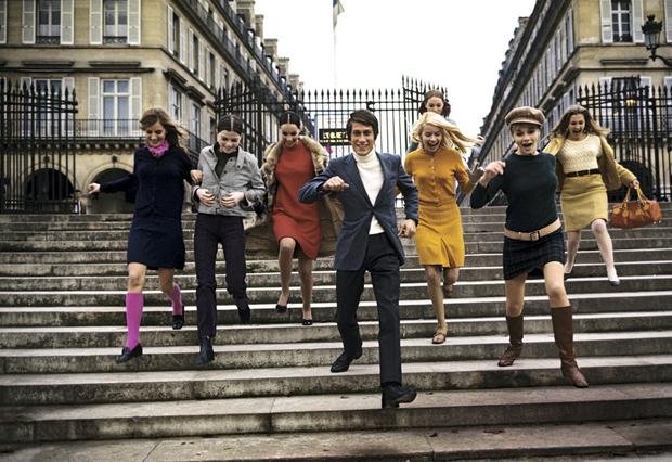 « J'aime les filles », chante Jaques Dutronc en 1967. Le crooner à la gueule d'ange déclare son amour à toutes les femmes, qu'elles viennent « chez Castel » ou qu'elles travaillent « chez Renault ».