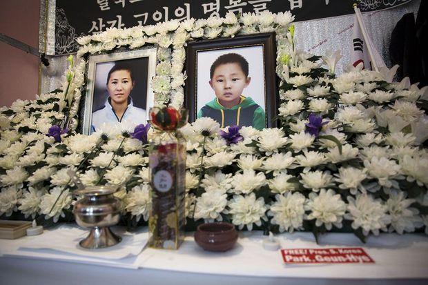 Tous ne réussissent pas à s'adapter à l'individualisme libéral sud-coréen. Isolés, une mère et son fils, sont morts de faim dans leur appartement.