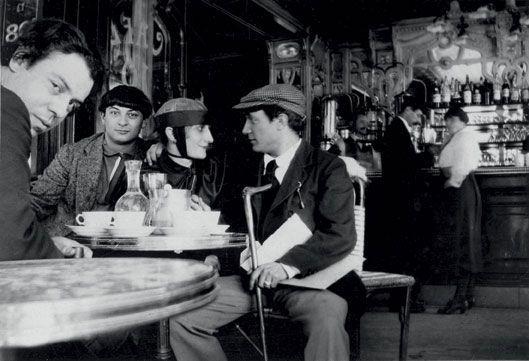 té 1916, Picasso (à dr.) et sa maîtresse Pâquerette avec les peintres Moïse Kisling et Manuel Ortiz de Zarate (à g.).