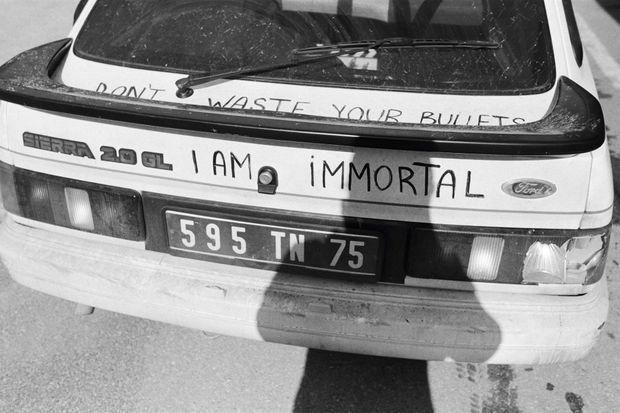 La voiture dans laquelle Paul Marchand défiait les snipers serbes.