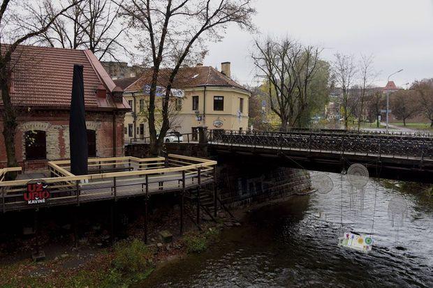Au-delà du pont sur la Vilnia, changement d'ambiance : douceur, humour, et créativité.