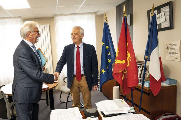 Yves Lamy, maire depuis 2001 (à dr.), et Jacky Bidot, président de la communauté de communes de Coutances Mer et Bocage.