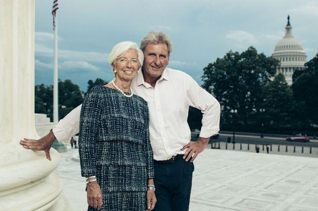 Sur le parvis de la Cour suprême, à Washington, avec son compagnon, l'homme d'affaires Xavier Giocanti.