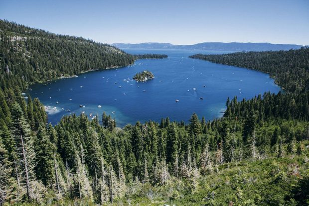 Emerald Bay, la baie d'émeraude, et son îlot, Fannette. «La plus belle image que la Terre puisse offrir», disait Mark Twain du lac Tahoe.