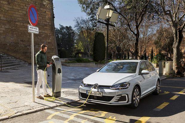 Essence, diesel, électrique ou, comme ici, hybride rechargeable (Golf GTE), la compacte de Volkswagen connaît toujours un grand succès auprès des flottes.