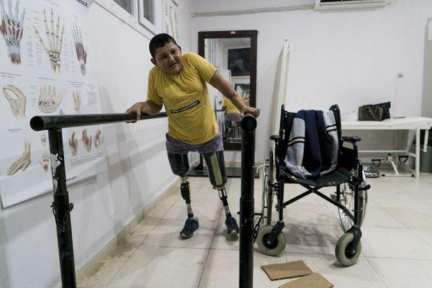 Ahmed a été amputé d'une jambe jusqu'à la hanche et de l'autre jusqu'au genou.
