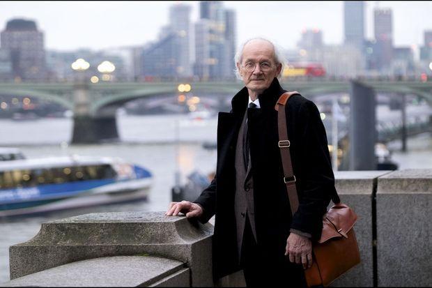 Grâce à la vente de sa maison, en Australie, John Shipton, le père de Julian Assange, organise des conférences de soutien dans toute l'Europe. Le 23 novembre 2019, il était à Londres.