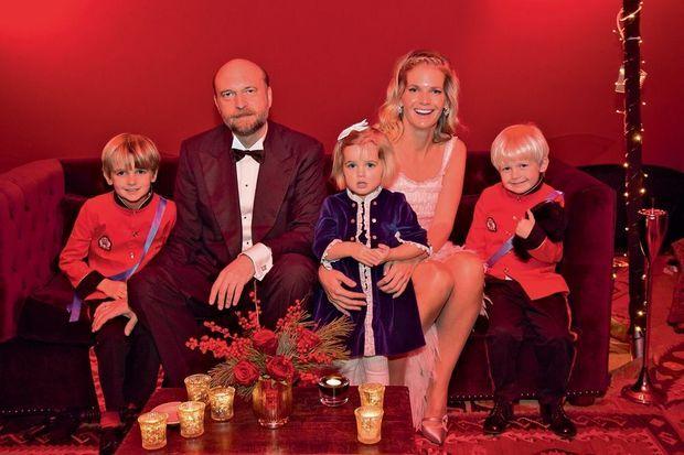 En 2014, à Londres, avec sa femme et ses trois enfants.