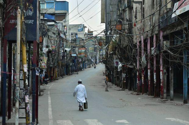 Premier jour du deuxième confinement à Sadar Bazaar, l'un des marchés les plus fréquentés de la ville, le 20 avril.
