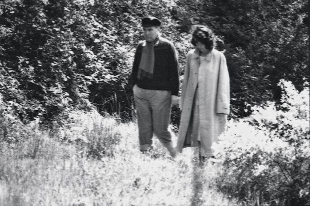 le 17 mai 1981. Ils passent ensemble le premier week-end du septennat dans la propriété de François de Grossouvre dans l'Allier.