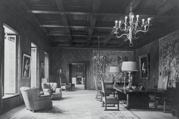 La salle de réception de Carinhall, la résidence d'Hermann Göring, décorée de tapisseries et d'oeuvres inestimables.