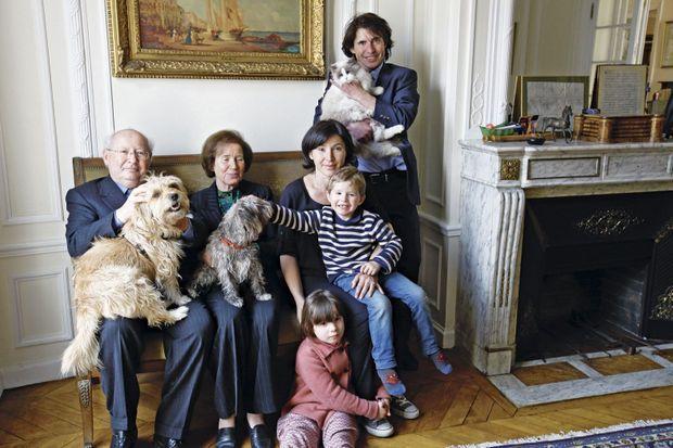 Avec Lida, leur fille, Emma et Luigi, leurs petits-enfants. Arno et son heaven. Beate tient Stella sur les genoux.