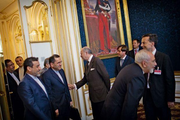 Au Palais Coburg de Vienne, Laurent Fabius reçoit la délégation iranienne avant les discussions, samedi 27 juin.