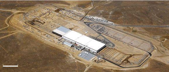 En pointillé blanc, le périmètre définitif de l'usine (fin 2018)
