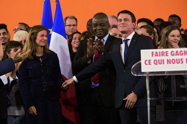 Manuel Valls et son épouse, la violoniste Anne Gravoin, à l'hôtel de ville d'Evry, dans la soirée du lundi 5 décembre.