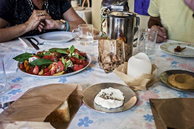 La table de Nanuchka, un resto géorgien devenu végan.