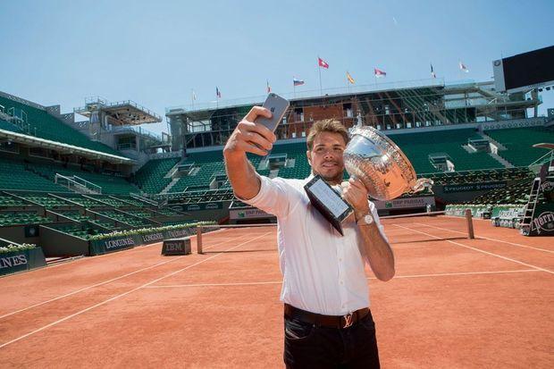 Selfie avec son trophée, sur le Central où il vient de triompher.