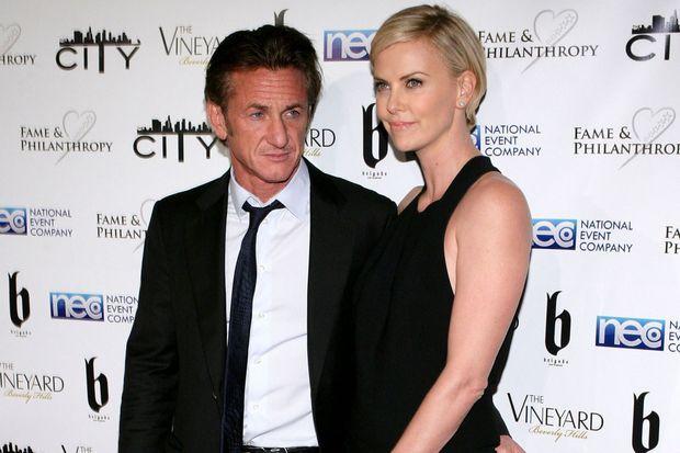 Sean Penn et Charlize Theron à un gala post-Oscar, en mars dernier.