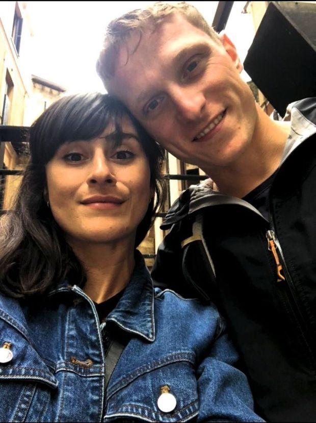 Selfie avec Camille pendant leur week-end de fiançailles à Bilbao en juillet 2019.
