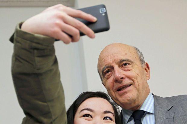 Selfie avec une supportrice lors d'une séance de dédicaces dans une librairie bordelaise.
