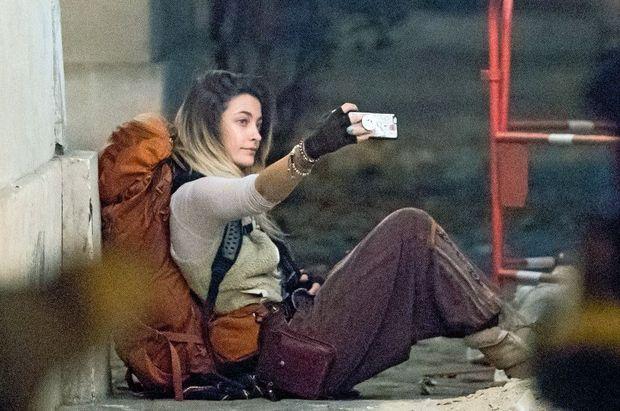 Selfie sac au dos pour ses 2,3 millions d'abonnés Instagram, à Paris, le 22 novembre.