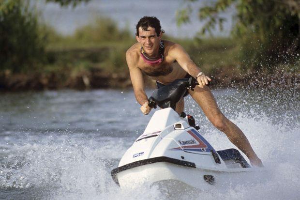 Ayrton Senna en vacances à Tatui au Brésil en 1989.