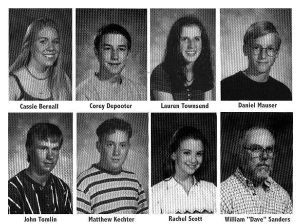 Sept des élèves tués ce jour-là et l'un de leur professeur lui aussi abattu par les deux tireurs.