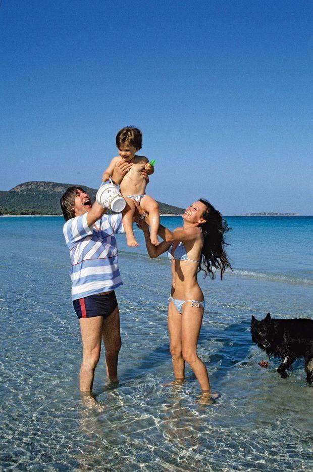 Serge et Michèle avec leur fils, Frédéric, à Porto-Vecchio, en Corse, en 1983.