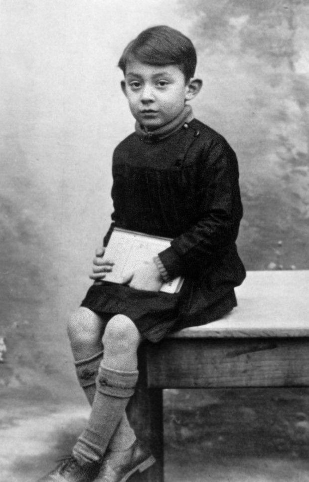 Serge Gainsbourg, âgé de six ans, en 1934.