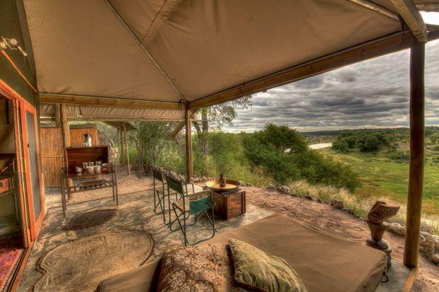 Seuls au monde dans leur nid d'amour : une tente à 2 500 euros la nuit.