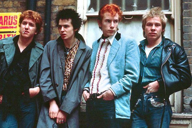 Steve Jones, Sid Vicious, Johnny Rotten et Paul Cook à Londres, en 1977
