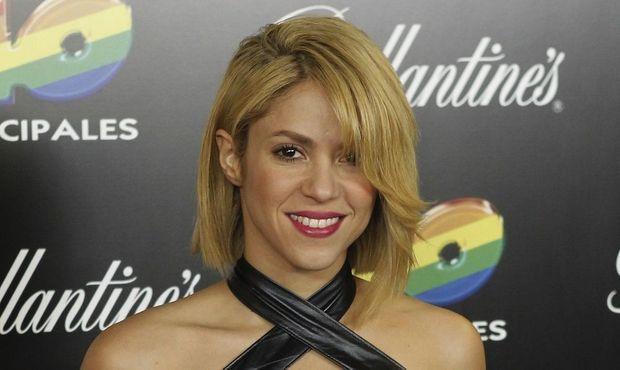 Shakira cheveux au carré-