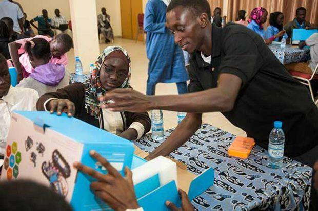 Sidy Ndao lors de la première édition de l'atelier d'initiation à la robotique pour les lycéens à Dakar en 2015. La deuxième édition s'est tenue en mai dernier