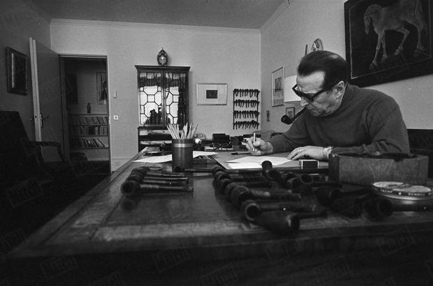 Georges Simenon, sa plume, ses pipes, en mars 1967