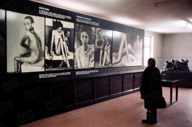 « Ces photos, prises en mai 1945, témoignent des expériences faites sur des détenus, « cobayes humains » du Dr Mengele. » - Paris Match n°2904, 13 janvier 2005