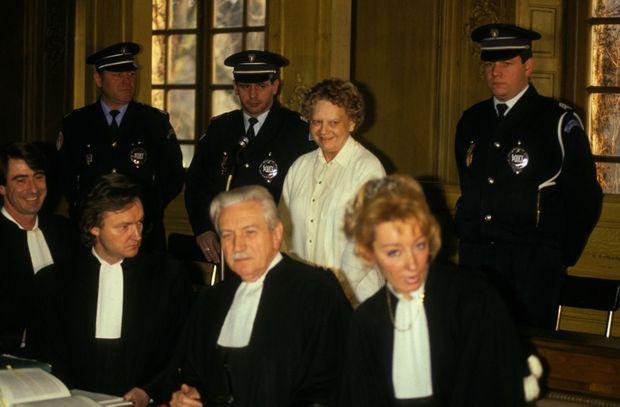 Simone Weber, sourire aux lèvres, à l'ouverture de son procès, le 17 janvier 1991 à Nancy.