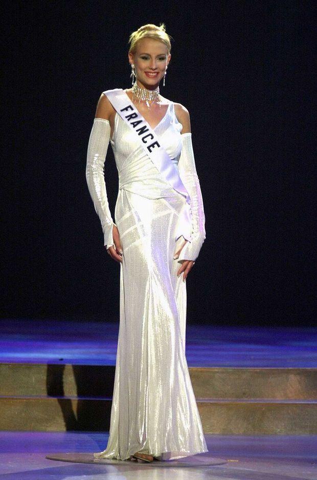 Elodie Gossuin lors du concours Miss Univers 2001 à Porto Rico. Malgré ces rumeurs calomnieuses, elle avait accédé au top 10.